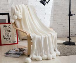 Livraison gratuite Drop Shipping nouveauté cadeau confortable Acrylique Tricoté Throw Couverture Wrap Avec Pom-Pom Décor À La Maison Couvre-lit Photographie accessoires ? partir de fabricateur