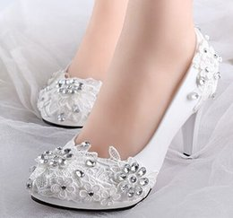 Wholesale Shoes For Bridesmaids - Low high heels bridal wedding shoes white rhinestones lace wedding pumps shoe for spring summer bridesmaid shoes