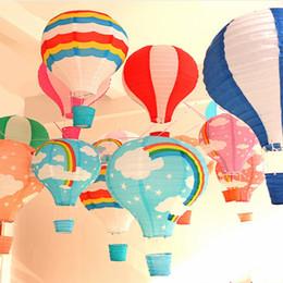 decorazioni di compleanno della lanterna di carta Sconti 40 centimetri Arcobaleno Mongolfiera Lanterna di carta per bambini Festa di compleanno Decorazione di nozze di Natale Bar Stage Mall Nursery Corridor Lantern Charm