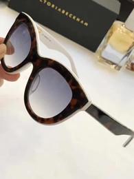 Янтарные очки онлайн-VictoriaBeckham Янтарь на оптических белых черных линз слоистых Кошачий глаз Солнцезащитные очки VBS103 дизайнер бренд солнцезащитные очки новые с футляром