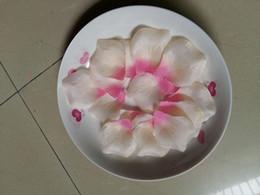 decorazioni di proposta Sconti Fiore di seta dei petali di gradiente (bianco a rosso) artificiale per le decorazioni romantiche di proposta di nozze 2000PCS / lot