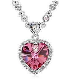 Wholesale Platinum Heart Shaped Necklace - Love.Ornaments. Crystal Necklace. Woman. Girls. Fashion. Inlay crystal. Pendant. Not allergic. Plating platinum. Gifts. Heart shaped.