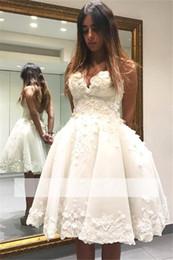 cca1efcae536 abiti corti bianchi moderni Sconti 2018 Modern White Sweetheart Lace  Applique Short Abito da sera Homecoming