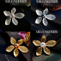 Wholesale Wedding Dress Coats For Women - freshwater pearl flower blossom brooch pins for women suit dress coat wearing retro vintage elegant style natural pearl brooches High-grade