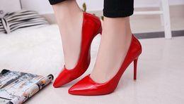 Каблуки онлайн-Женщины туфли на высоком каблуке базовая модель насосы Леди Сексуальная острым носом свадебные туфли розовый красный насосы ручной работы краска обувь