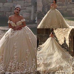 2019 abiti da regina moderni Sexy Illusion Jewel Neck Neckline A-Line Sheer Abiti da sposa 3D Pizzo Fluffy Backless Abiti da sposa Abiti da ballo stile principessa Abiti da sposa