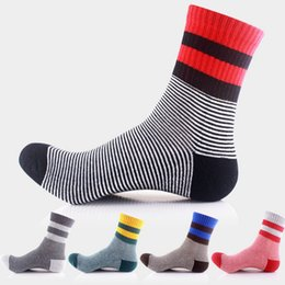 Wholesale Wholesale Designers Shoes - Hot Sale Men's Color Striped Socks Latest Design Popular Men's Socks 5 Shoulder Shoes Set Fashion Designer Color Cotton free shipping