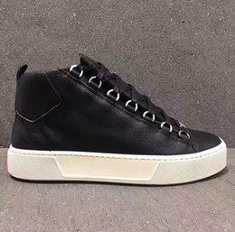 2019 faltiges leder Originals Arena High Sneakers Schuhe Mode Falten Leder Zukunft Kanye West Wanderschuhe Mode Männer Casual Wohnungen Schuhe Größe 38-46 rabatt faltiges leder
