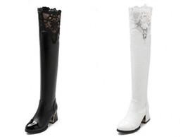 Botas gruesas de invierno online-Otoño e invierno con gruesas botas de encaje Han con pierna elástica marea de caballero blanco sobre la rodilla botas hijo