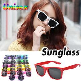 Wholesale Cheap Womens Sunglasses - Multi-color Unisex Cool Womens and Mens Most Cheap Modern Fashion Beach Sunglass Plastic Classic Style Sunglasses