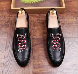 Wholesale Bright Wedding Flowers - Mens business wedding work dress bright genuine leather shoes point toe oxford serpentine embroidery fashion Zapatos Hombres