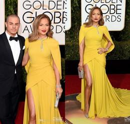 chales rojos para vestidos Rebajas 2016 73 premios Golden Globe Celebrity Dresses Yellow Mermaid Side Side Vestidos de noche Chal con cuello alto Alfombra roja Vestido formal
