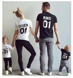 2017 Yeni Aile Kral Kraliçe Mektubu Baskı tişört Anne ve Kızı baba Oğul Elbise Eşleştirme Prenses Prens nereden