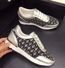 2afc17d607 2017 sapatos femininos branco Couro de vaca genuína Metálico ouro de prata  Rhinestones de cristal Bordado colorido bordado Sapatilhas de plataforma de  moda