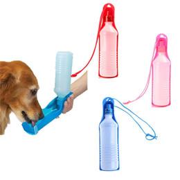 Bouteilles pour chiens en Ligne-En plein air portable pour animaux de compagnie chien bouteille bouteille Voyage quotidien pour animaux de compagnie chien bouilloire 500 ml trompette rainure pour animaux de compagnie eau eau outil