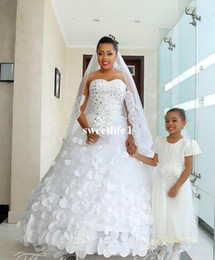 2019 cristaux de style princesse chérie Style nigérien robe de mariée robe de mariée africaine 2019, plus la taille chérie cristal 3D Appliques Floral pétale princesse robes de mariée cristaux de style princesse chérie pas cher