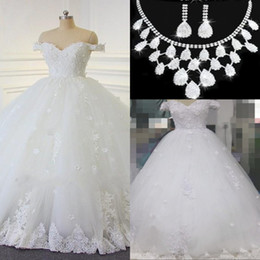 Wholesale Black Flower Balls - 2017 Lace Ball Gown Wedding Dresses Vintage Arabic Off-the-shoulder Beads Bridal Gowns Handmade Flowers Lace Up Wedding Gowns Free Necklace