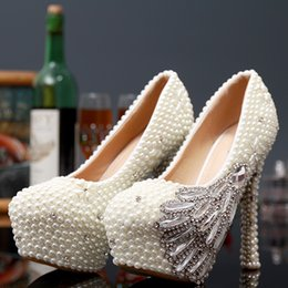 Wholesale Shoes Big Rhinestones - Luxury Big Girl White Pearls Rhinestones Wedding Shoes Handmade Beaded Luxury Crystal Lady Bride Bridal Bridesmaids 2017 New Christmas Pumps