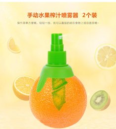 Wholesale Creative Lemon orange Sprayer Fruit Juice Citrus Lime Juicer Spritzer Kitchen Gadgets Spray Fresh Fruit Juice