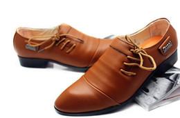 2019 zapatos de encaje lateral de los hombres casuales Los hombres calientes 2017 de moda los zapatos de vestir de los hombres del partido de la boda de negocios de cuero de LA PU Pisos laterales con cordones zapatos puntiagudos ocasionales zapatos de encaje lateral de los hombres casuales baratos