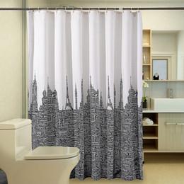 2019 tissu de rideau noir blanc Rideau de douche moderne lettres tour produit de salle de bains imperméable rideaux blanc rideau de bain en tissu de polyester noir avec 12 crochets promotion tissu de rideau noir blanc
