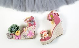 Wholesale Korea Women Wedges - Fashion new Korea exclusive flowers pearl slope with ladies handmade slippers sandals beach sand beach vacation characters flip sandals