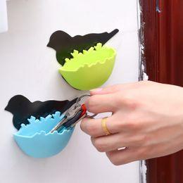 Joyería nido online-Organizador de joyería de plástico Aves autoadhesivas Forma nido Cajas de almacenamiento Llave para colgar en la pared Mini estuche Fácil de instalar 2 3tt B
