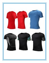 Wholesale Men White T Shirts - A man who practices tight fitting clothes.Quick drying breathable fabric, running fitness clothes.Black T-shirt