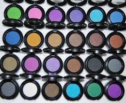 Nouvelle ombre à paupières 24 couleurs en Ligne-Nouveau MAKEUP 24 couleurs ombre à paupières unique 1.5g avec nom anglais (12 pcs / lot) Couleur aléatoire mixte