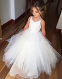 Wholesale Tulle Skirts For Sale - Hot Sale White Flower Girl Dresses For Wedding Puffy Skirt Tulle Holy First Communion Dress For Girls Spaghetti Formal Party Gown
