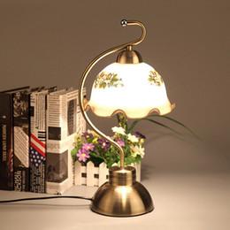 Lampes de table en métal vintage en Ligne-Bronze Métallique Salle De Table Lumières Européenne Vintage Salon Table Lampe En Verre Salle D'étude Bureau éclairage Appareils
