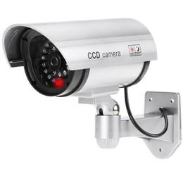 Luces de seguridad led intermitentes online-Pratical impermeable falsa cámara al aire libre simulada cámara de seguridad con LED parpadeante falsa CCTV Bullet cámara luz para la seguridad del hogar