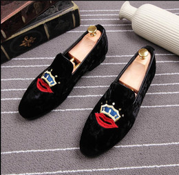 Wholesale Velvet Banquet - Exquisite embroidery pattern Men Velvet shoes Fashion Wedding Party Banquet Loafers Men Flats Pointed Toe Slip-On Driving Shoes