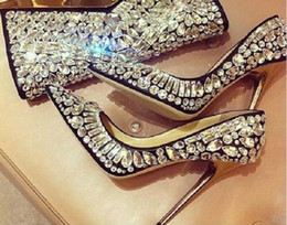 sapatas dos saltos da celebridade Desconto 2017 Designers de Moda Sapatos De Casamento De Noiva Moda Cristal Ricos Apontou Toe Stiletto Mulheres Jeweled Celebrity Shoes Saltos Finos Altos