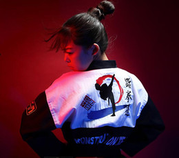 2019 korea stil kleidung männer (3 farben) Mode Korea stil Bestickte Taekwondo dobok TKD Taekwondo Uniform erwachsene männer frauen Karate kleidung tragen taekwondo anzug wtf günstig korea stil kleidung männer