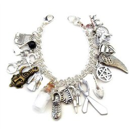 Pulseiras sobrenaturais on-line-6 pcs Supernatural inspirado pulseira de Alumínio Fandom Charme Pulseira de prata tom encantos pulseira