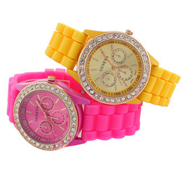 Wholesale bling watch men - 2017 luxury Geneva Crystal edge watch rubber silicone Candy jelly diamond bling watches Unisex Quartz men women Wrist Watches couple gifts