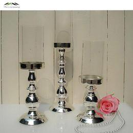 castiçais de pilar de vidro Desconto 3 pçs / lote new metal prata terminar castiçais com carrinho de vidro pilar castiçal para decoração de casamento portavelas candelabro WD 46