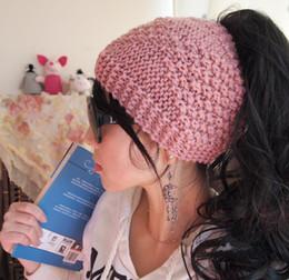 2019 pajarita azul marino oscuro DHL 2017 NUEVO Messy Bun Ponytail Hat Suave hecho a mano Crochet Messy Bun Beanie tamaño adulto múltiples opciones de color