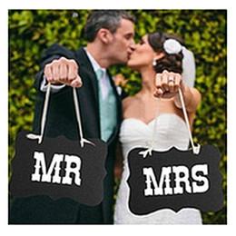 cámara de escenario Rebajas Mr And Mrs Wedding Sign Negro Vintage Signos de madera Silla respaldos Party Photography Apoyos Banner Garland Wedding Party nupcial Decoración 2 colores
