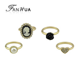 Wholesale Ring Heart Pcs - 4 pcs set Retro Style Gold-Color with Rhinestone Simulated-pearl Heart Ring Black Flower Cameo Finger Ring Women Jewelry