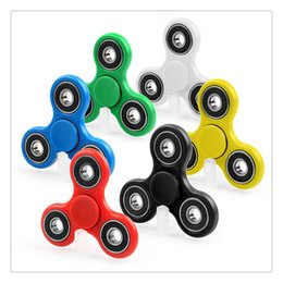 Wholesale Spinning Glow Toys - Spin 3~5 Minutes Fidget Spinner Toy Tri Spinner Glow in the Dark Fidget Spinner Toy For Decompression Anxiety with Retailed Box Free DHL