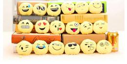 Catene di smiley online-BFFA128 QQ Catena chiave Emoji Cuscino smiley Accessori Piccola bambola in peluche Ciondolo portachiavi Emotion Espressione gialla Giocattoli di pezza Regalo di Natale