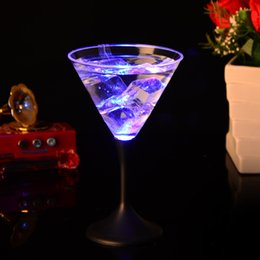 Wholesale Led Cocktails - LED Light Goblet Creative Luminous Cup Colorful Flash High Capacity Cocktail Cups For Novelty Gift Bar Supplies 5 7jc F