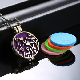 Wholesale Aromatherapy Gift Sets - Wholesale-(Necklace+5Pad) set Fashion Flower Locket Necklace Women Perfume Fragrance Essential Oil Aromatherapy Diffuser Pendant Necklace