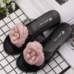 Wholesale jelly sandals flower - New arrival beach Jelly shoes for girls' fashion flower accessory ladies flat sandals summer plastic slippers