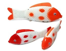 Il pesce rosso colorato elettrico caldo eseguirà la simulazione di pesci scivolo elettrico giocattoli emettitori di luce all'ingrosso pesce da