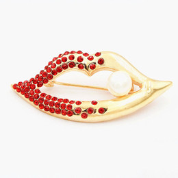 Wholesale Sexy Indian Girls - Bling Bling Red Diamnate Crystal Sexy Lips Brooch Gold Plated Alloy Girls Gift Pins Brooches Hot Selling Party Banquet Brooch