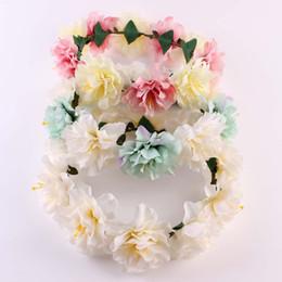 Fascia fiore hawaii online-Sposa Accessori per capelli da donna Ghirlanda di fiori Fascia per capelli floreale Fascia per capelli floreale per capelli Hawaii Flower Tiara Corona Corona 4 colori
