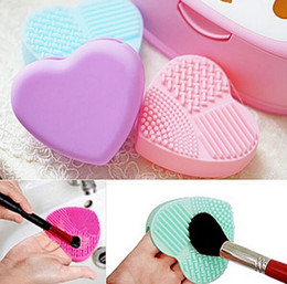 Wholesale washing powders wholesale - Fashion Brush Egg Cleaning Heart Shape Makeup Washing Brush Pad Silicone Glove Scrubber Cosmetic Foundation Powder Clean Tools Hot Sale